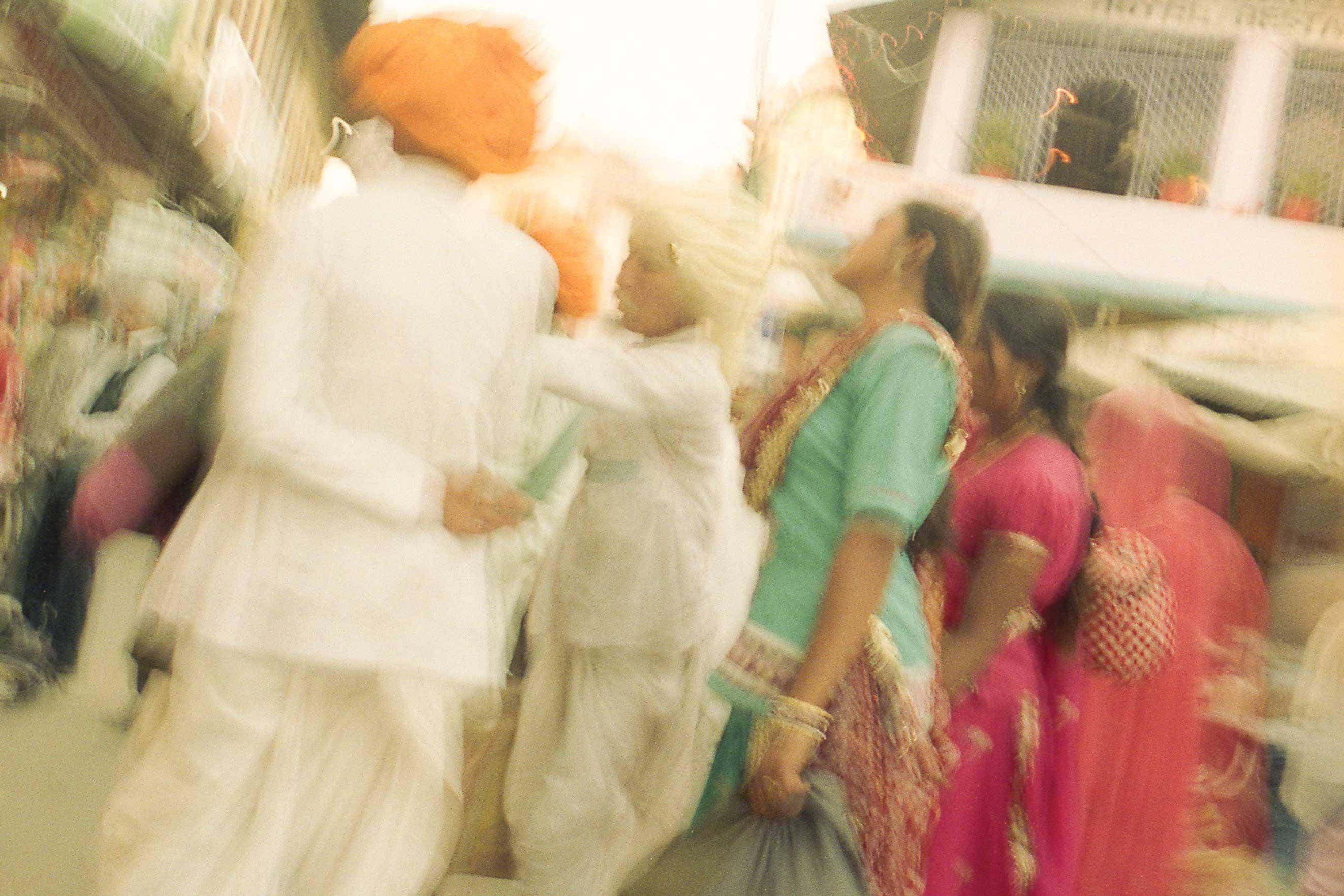 India, fine art photography, raffaele ferrari, seascape, travel photography, asia, fotografo arte, film photography, Woman dry blue sari, Karnataka, India